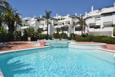 pool of Golden Mile Apartment in Marbella