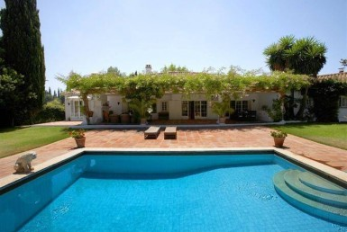 pool & front of Luxury Front line Golf Villa in Guadalmina