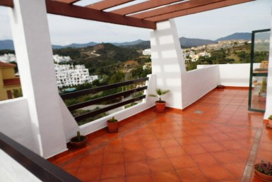 large terrace of large penthouse in selwo estepona
